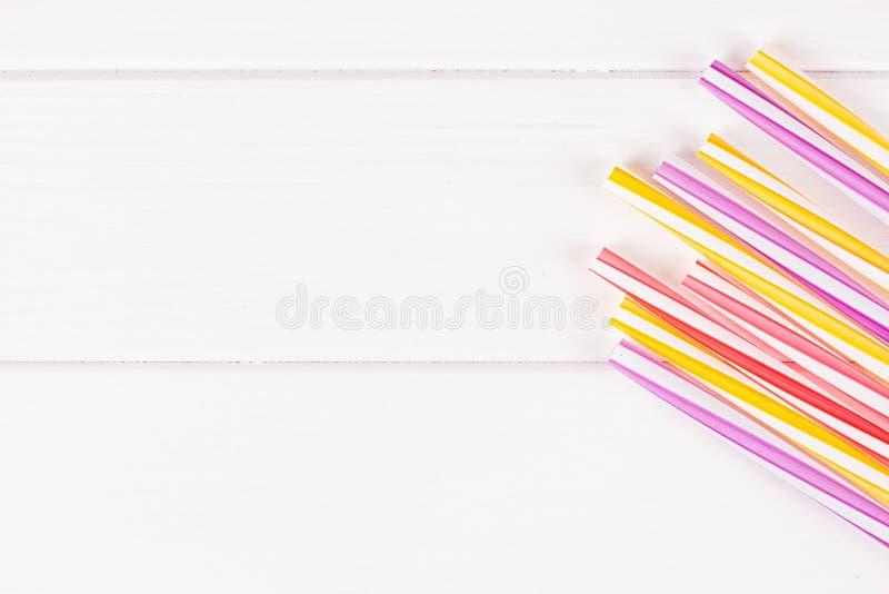 Tubes multicolores de cocktail photo stock