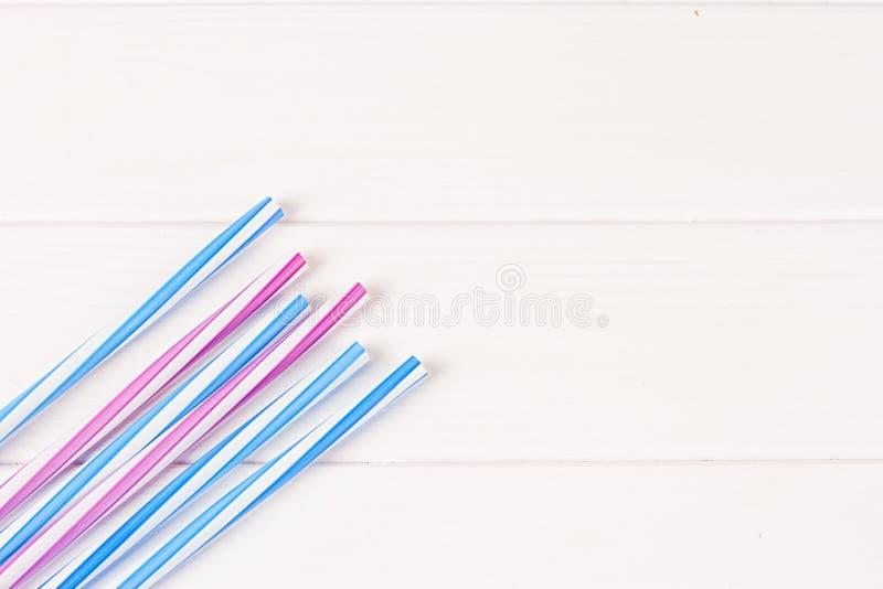 Tubes multicolores de cocktail image stock