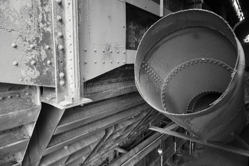 Tubi d'acciaio in bianco e nero fotografia stock
