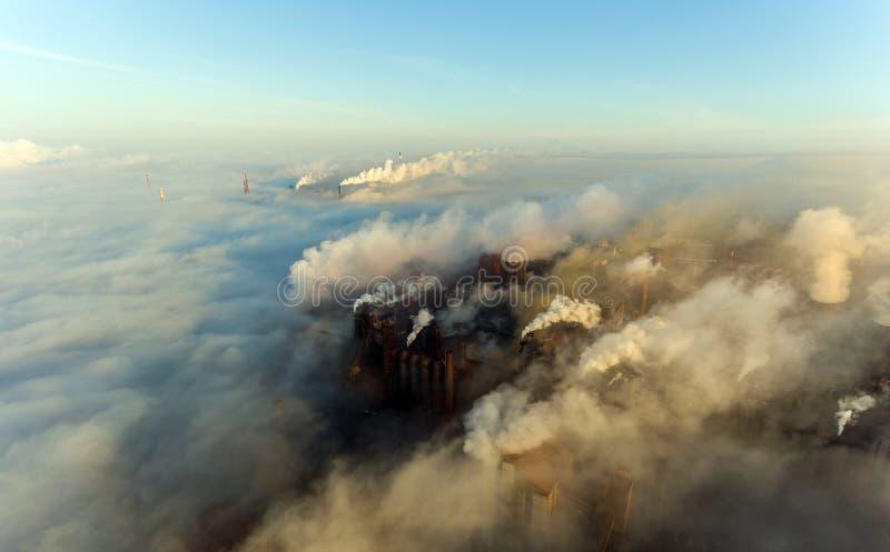 Tubi della pianta nella città di Mariupol l'ucraina fotografia stock libera da diritti