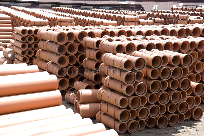 Tubi di argilla alla fabbrica immagine stock libera da diritti