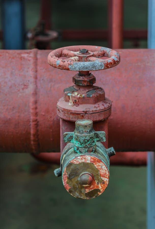 Tubi e valvole del sistema antincendio fotografie stock