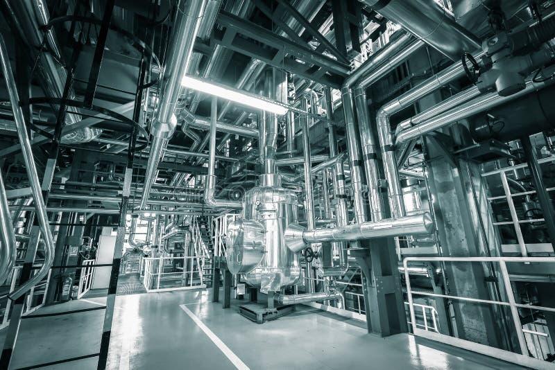Tubi in una centrale elettrica termica moderna fotografia stock libera da diritti
