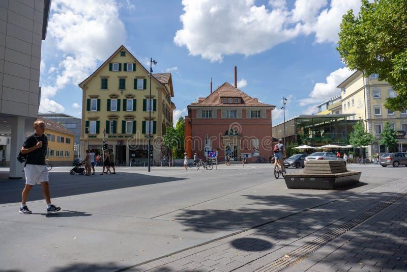 29 tubingen/germany-JULI 2018: straatatmosfeer rond Tübingen De voetruimte is zeer breed, met klassiek-stijlgebouwen stock afbeeldingen