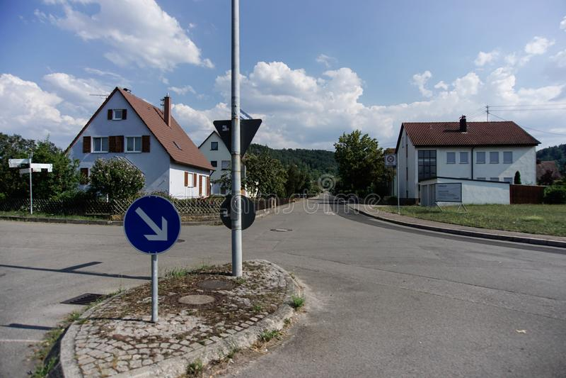 TUBINGEN/GERMANY-, 31. JULI 2018: Wohnungsbau und Stra?en um die Stadt von Tubingen Etwas Geb?ude schauen, noch den Klassiker zu  lizenzfreie stockbilder