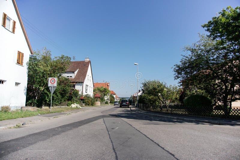 TUBINGEN/GERMANY-JULY 31 2018年:房屋建设和路在蒂宾根附近  一些大厦仍然看保留经典之作 库存图片
