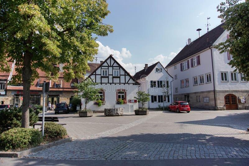 TUBINGEN/GERMANY-JULY 31 2018年:房屋建设和路在蒂宾根附近  一些大厦仍然看保留经典之作 库存照片