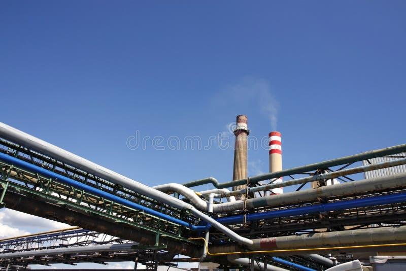Tubo, camino e cielo blu immagine stock libera da diritti