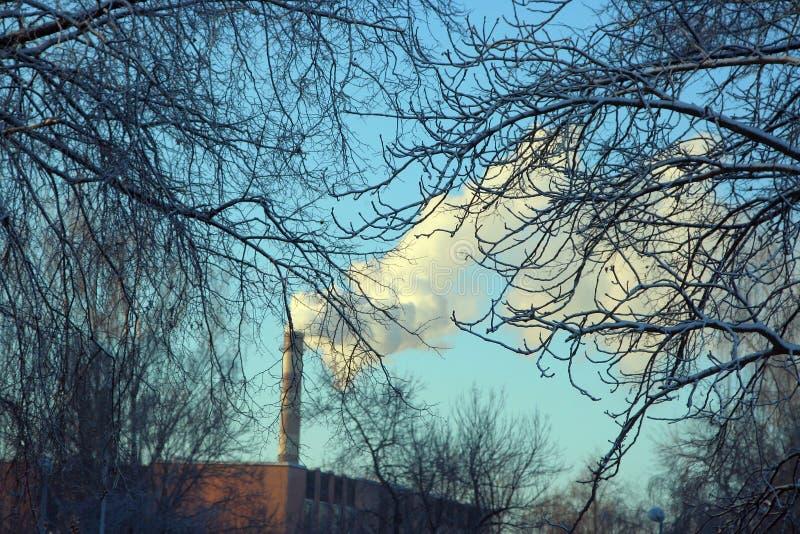 Download Tubo con humo foto de archivo. Imagen de trabajo, clima - 42426500