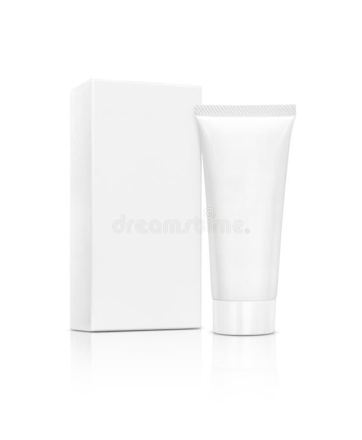 Tubo cosmetico d'imballaggio in bianco con la scatola su fondo bianco fotografia stock