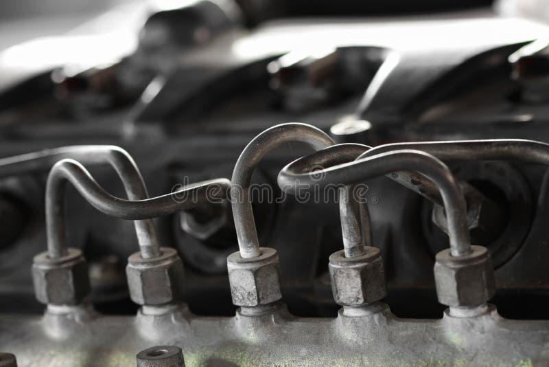 Tubo da linha de combustível do motor da bomba à linha múltipla, equipamento dos veículos, trabalho da máquina da máquina do repa imagem de stock