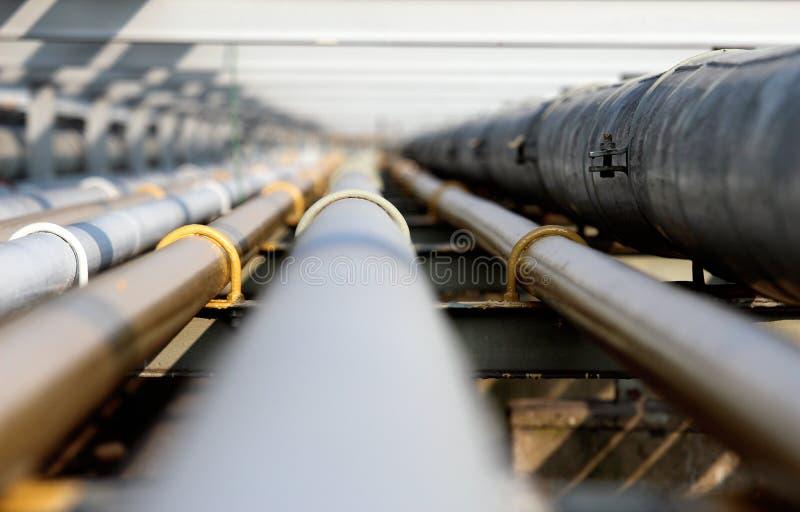 Tubo de acero del petróleo en grupo foto de archivo libre de regalías