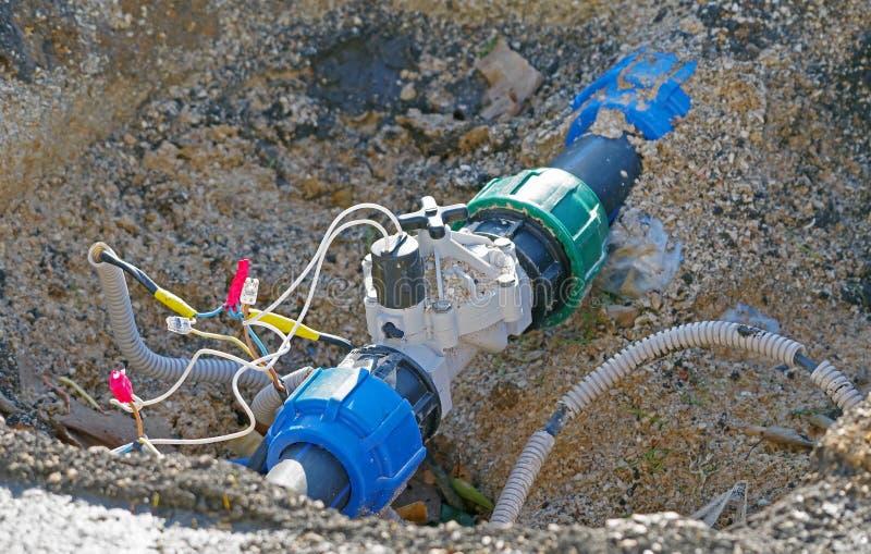 Tubo de agua con la válvula eléctrica foto de archivo libre de regalías