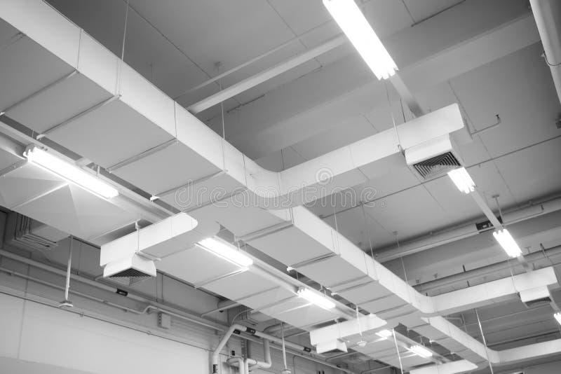 Tubo de aire en el peligro del tejado y la causa de la pulmonía foto de archivo libre de regalías