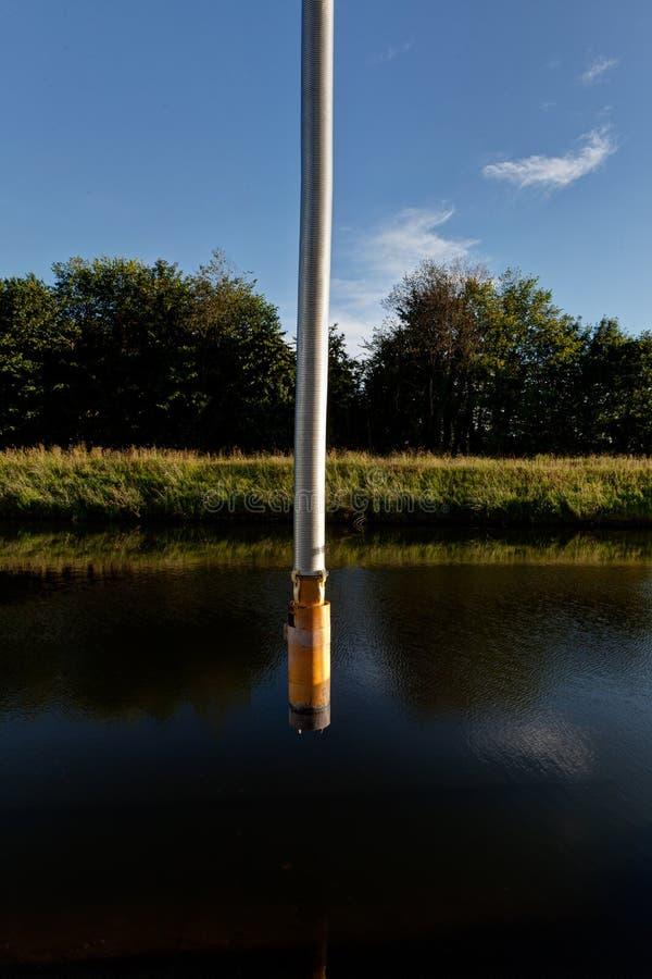 Tubo de manguera, Canal Leuven Mechelen, Wijgmaal, Bélgica imágenes de archivo libres de regalías