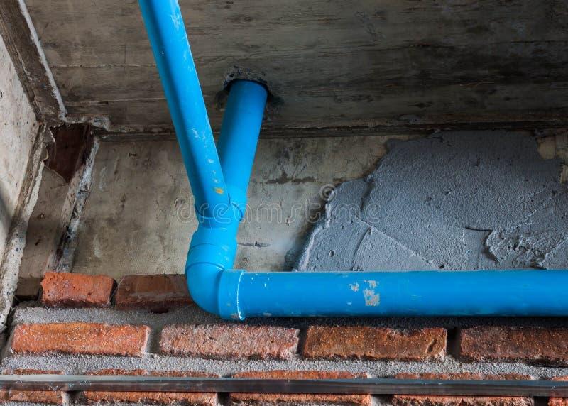 Tubo del Pvc para el residente del sistema aflautado de agua fotografía de archivo