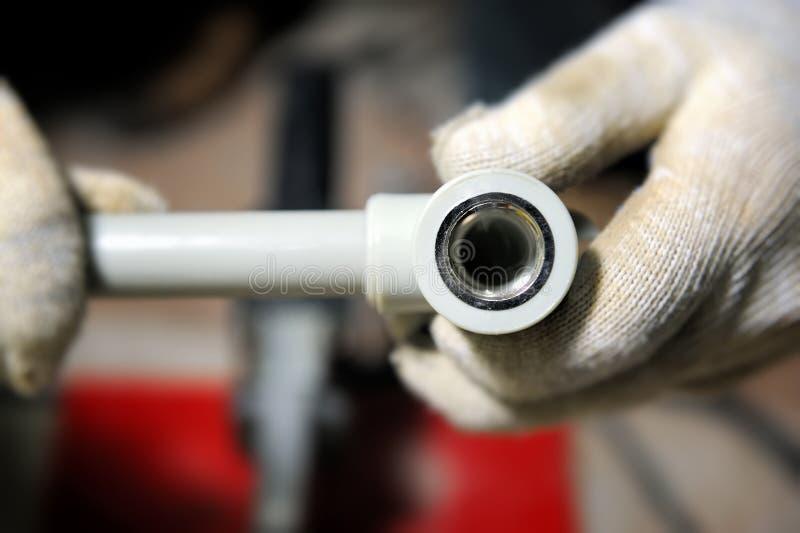 Tubo di plastica dell'impianto idraulico fotografia stock