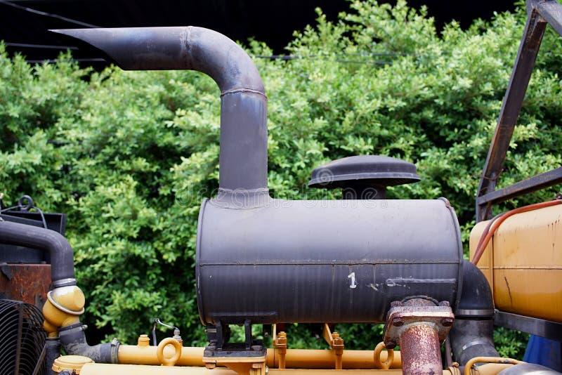 Tubo di scarico del fumo di grande motore di pompaggio immagini stock libere da diritti