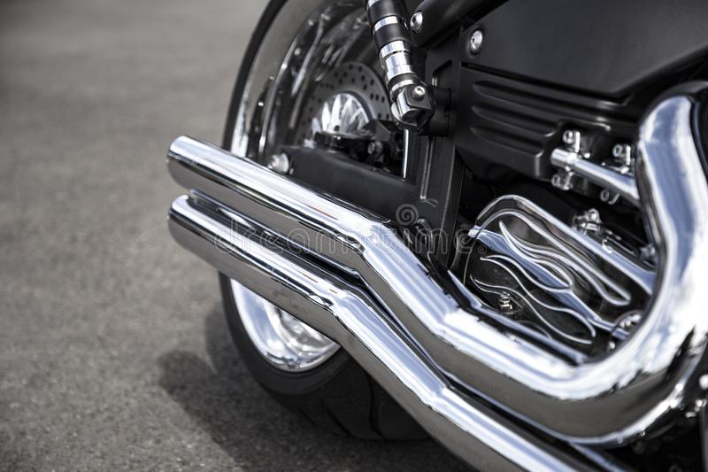 Tubo di scarico del motociclo Tubo di aspirazione pulito brillante della motocicletta di Chrome Chiuda sulla vista immagini stock