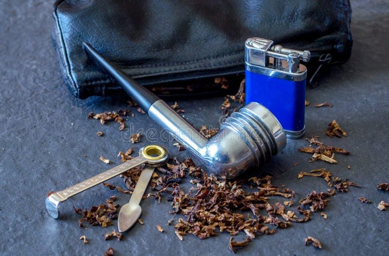 Tubo di tabacco di Aristocob sull'ardesia immagine stock libera da diritti