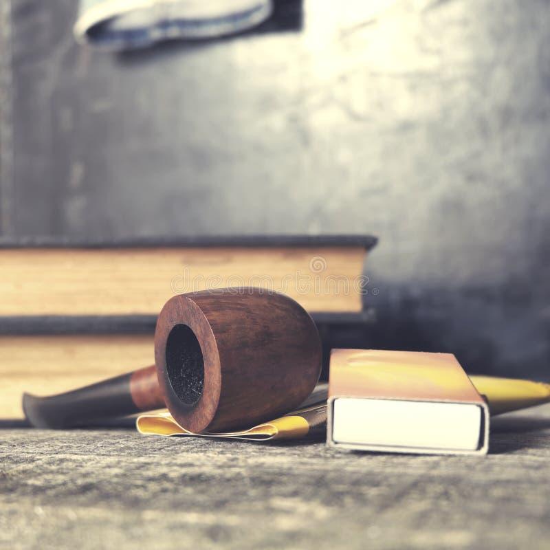 Tubo di tabacco, tabacco e partite fotografie stock