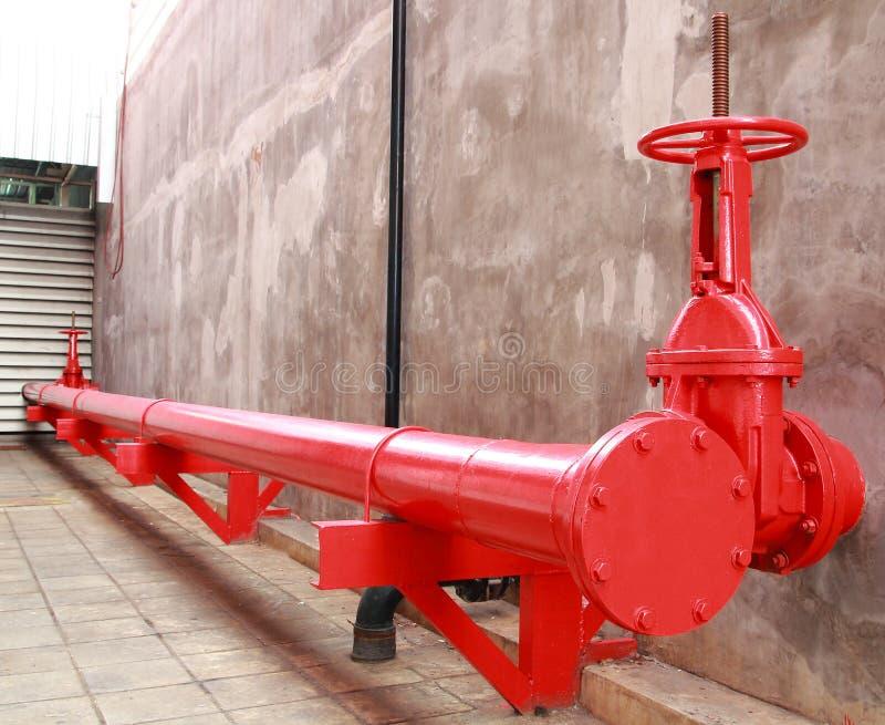 Tubo e valvola del sistema di estinzione di incendio immagini stock