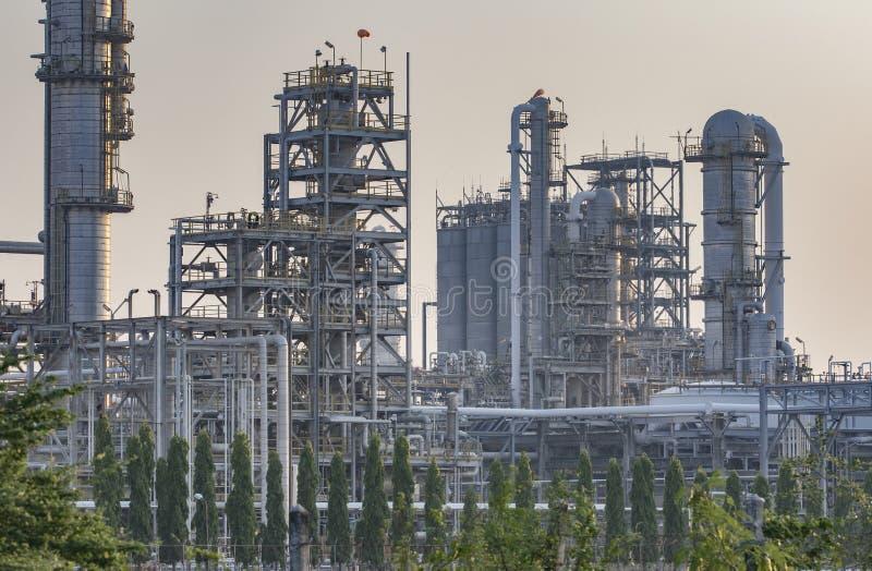 Tubo exterior da instalação petroquímica e da refinaria de petróleo para o produc fotografia de stock