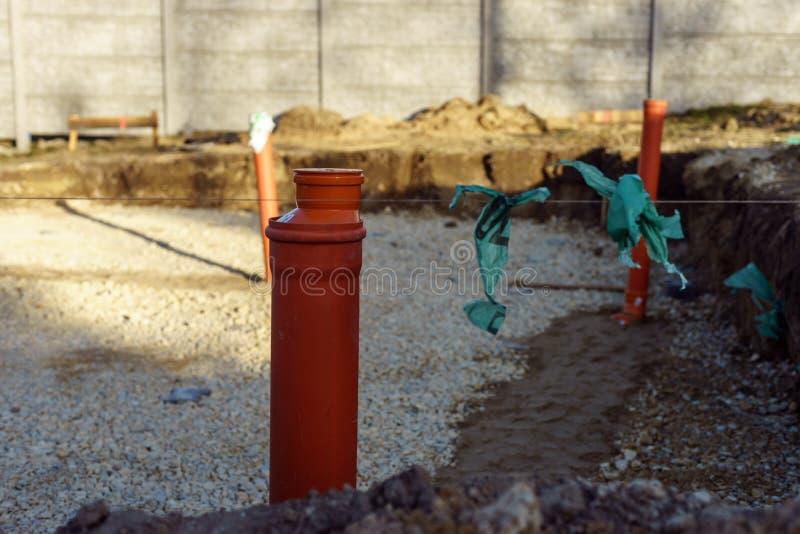 Tubo per fognatura durante la costruzione della casa fotografia stock libera da diritti