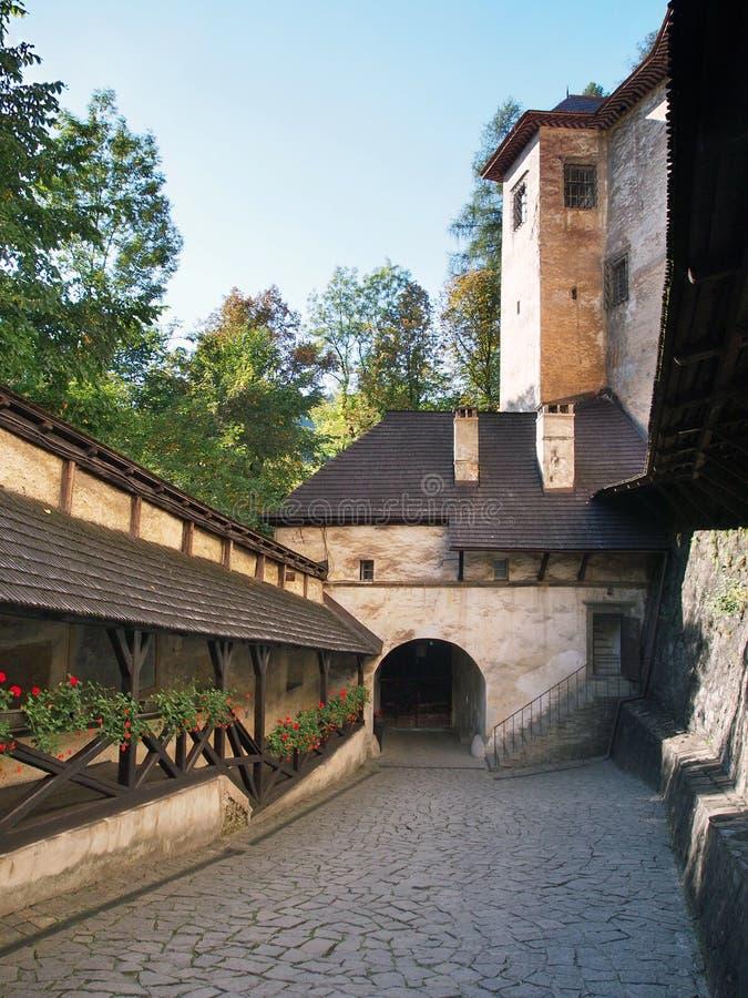Tubo principal al castillo de Orava, Eslovaquia fotos de archivo libres de regalías