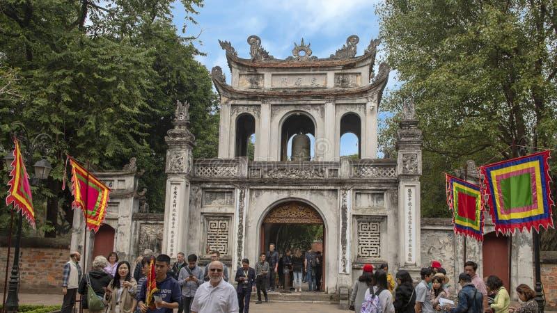Tubo principal, templo de la literatura, Hanoi, Vietnam imagenes de archivo