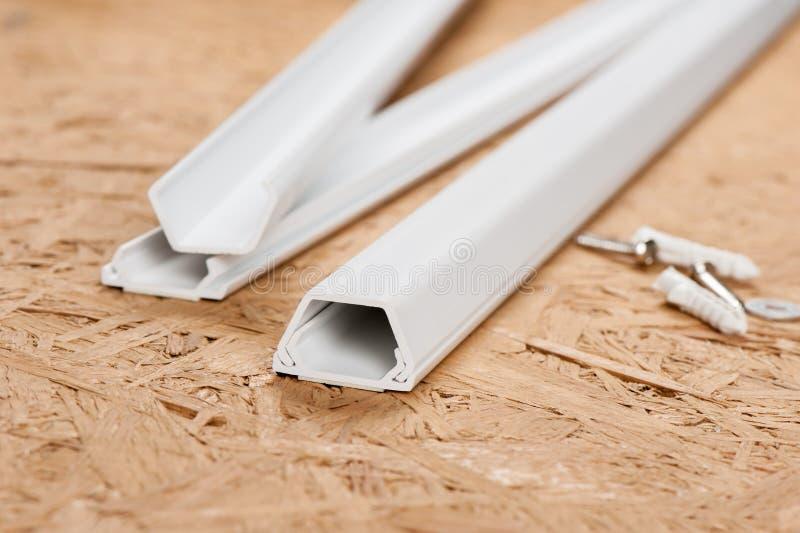 Tubo protettivo per conduttori bianco immagine stock libera da diritti