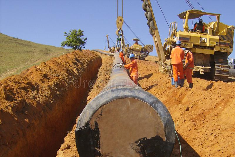Tubo que entierra la operaci?n en el gaseoducto Workfront imagen de archivo libre de regalías