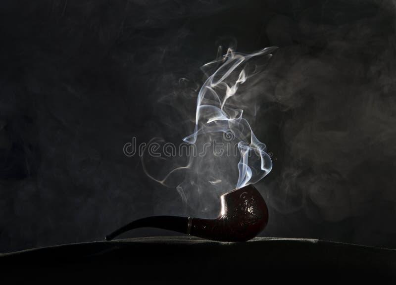 Tubo que fuma imagen de archivo libre de regalías
