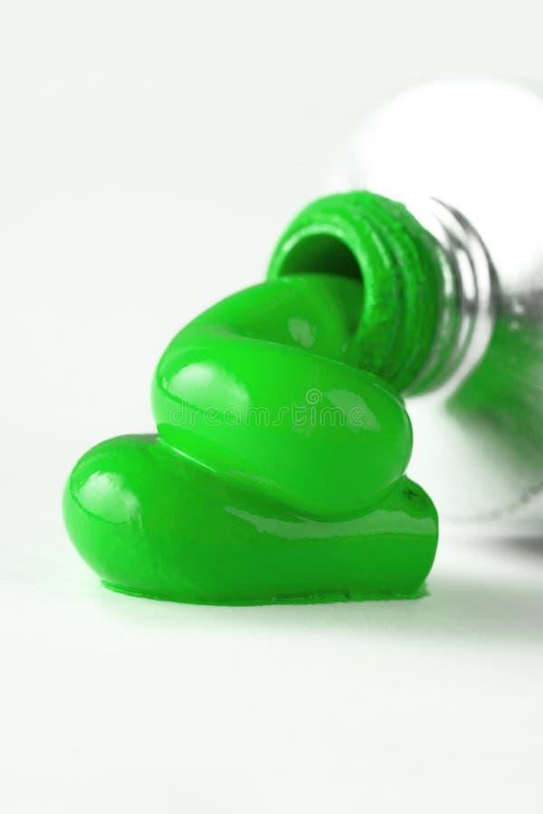 Tubo verde de la pintura foto de archivo libre de regalías