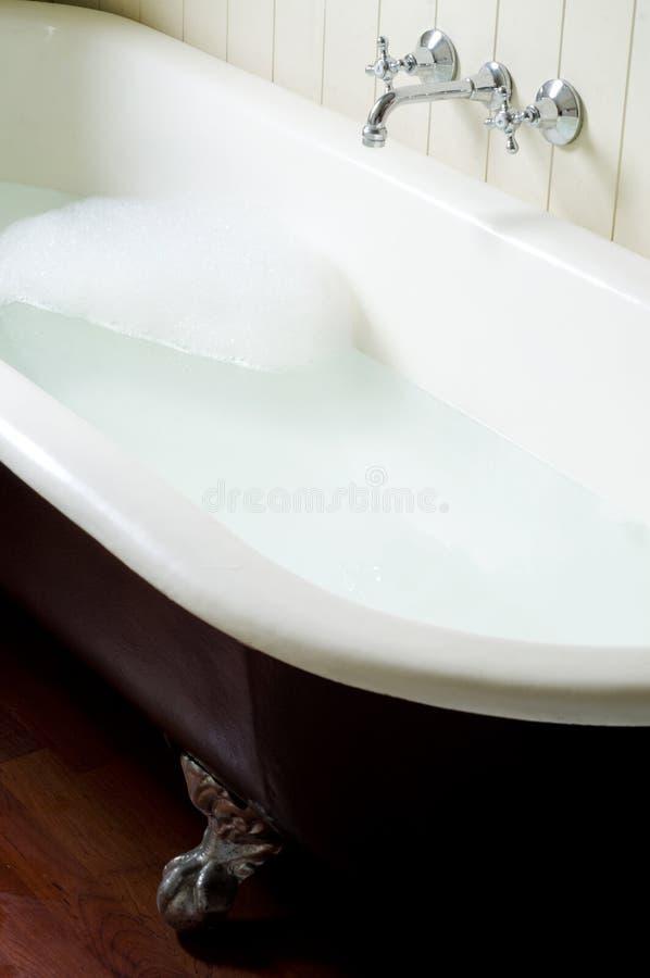 Tubo viejo del baño con las burbujas imagen de archivo libre de regalías
