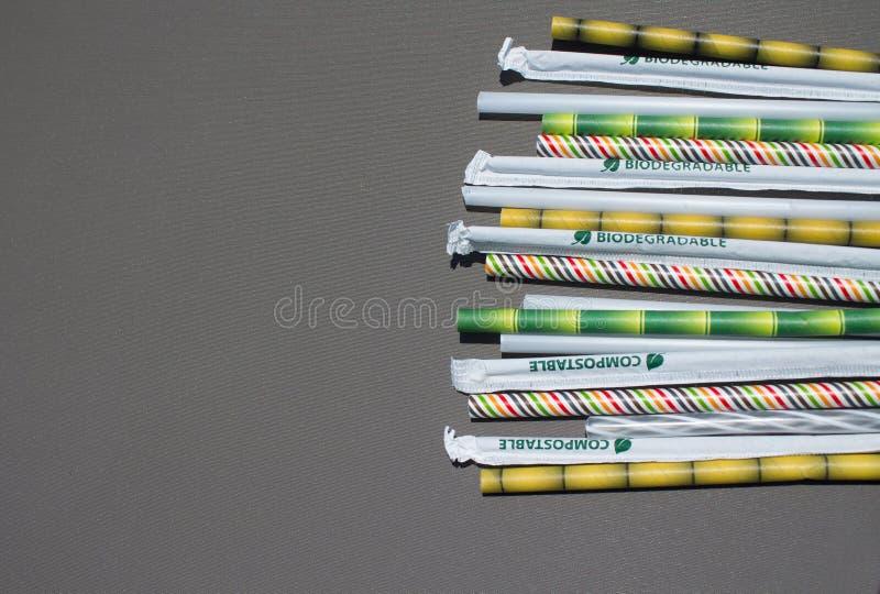 Tubos biodegradables del cóctel de la gama fotografía de archivo libre de regalías