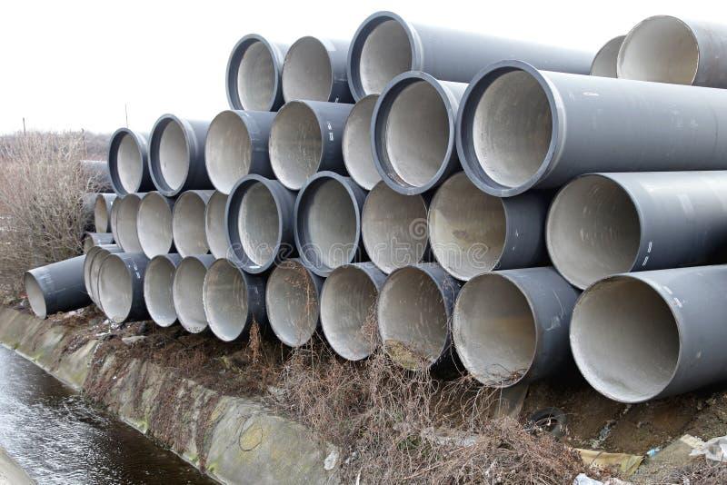 Tubos concretos de las aguas residuales fotos de archivo libres de regalías