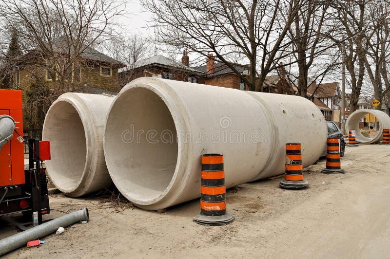 Tubos concretos de las aguas residuales fotografía de archivo libre de regalías