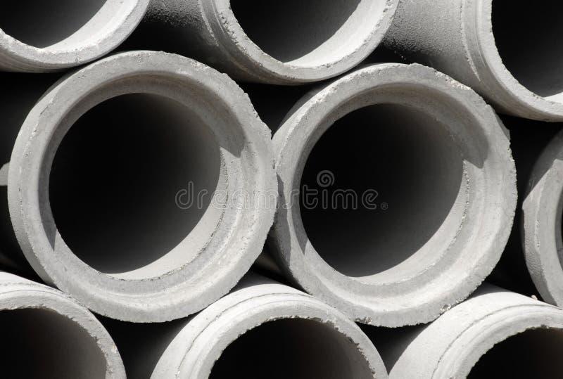 Tubos concretos del drenaje en emplazamiento de la obra fotografía de archivo libre de regalías