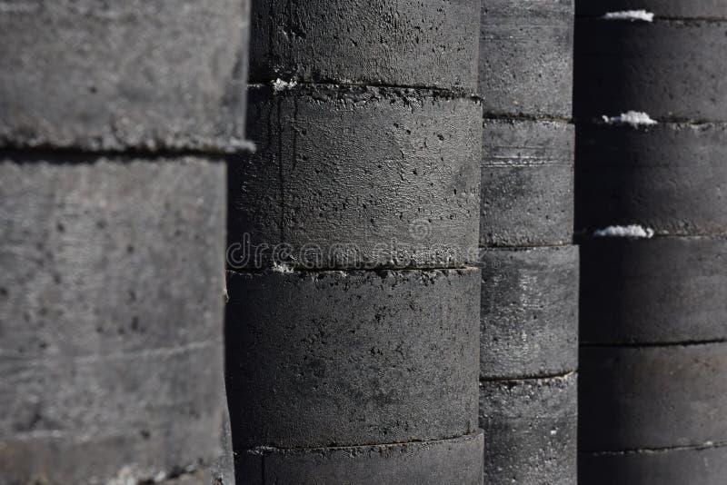 Download Tubos Concretos Escuros Da Construção Foto de Stock - Imagem de chemical, planta: 65578694