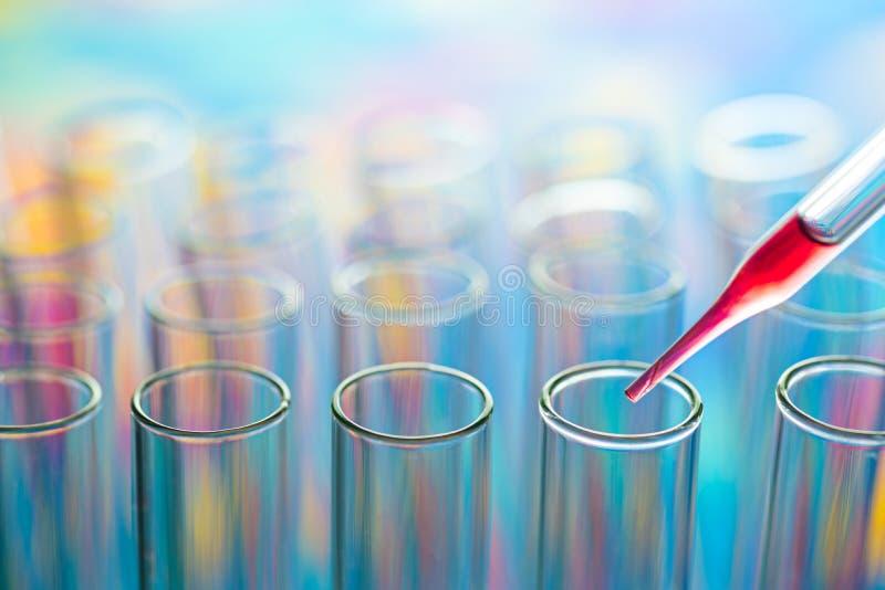 Tubos de análise laboratorial da ciência, equipamento de laboratório fotos de stock royalty free