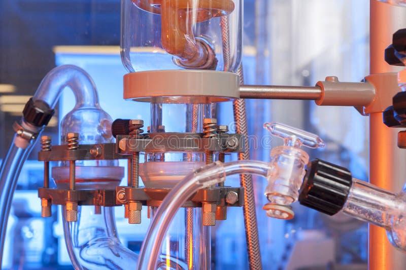 Tubos de cristal y fondo de los frascos foto de archivo