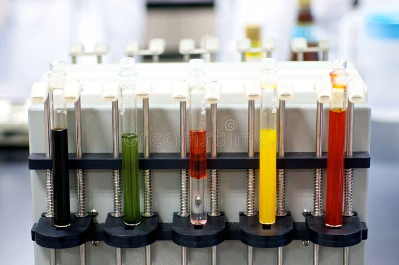 Download Tubos De Ensayo Coloridos Del Laboratorio Foto de archivo - Imagen de médico, equipo: 41914538