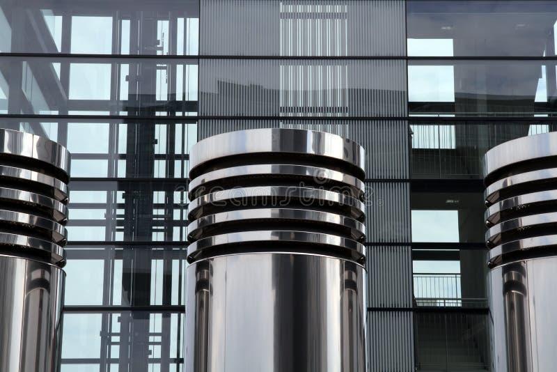 Tubos de la ventilación y Alto-r modernos imagenes de archivo