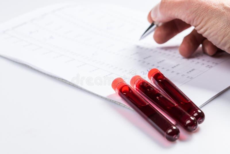 Tubos de prueba con sangre foto de archivo libre de regalías