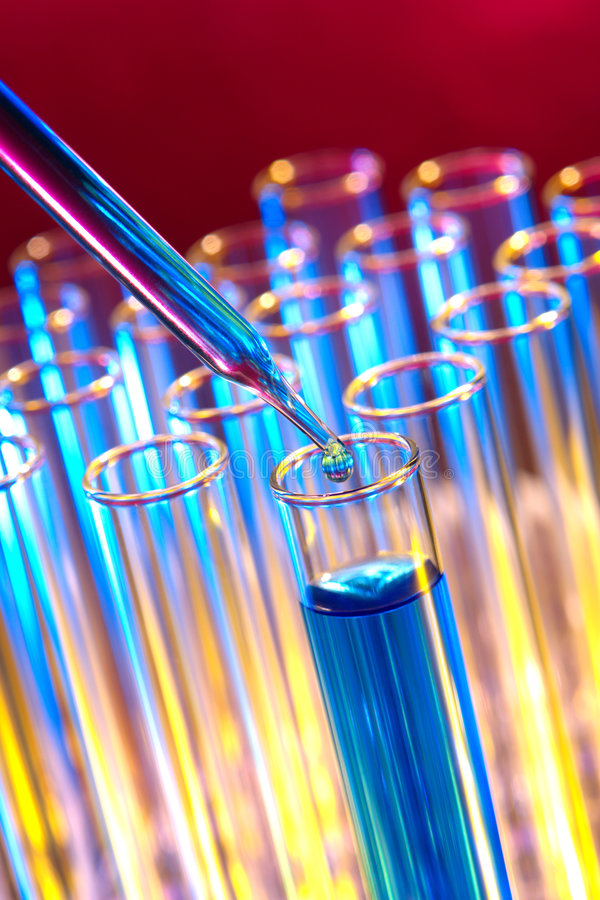 Tubos de prueba en laboratorio de ciencia imagenes de archivo