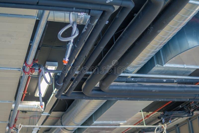 Tubos de ventilación y de aire acondicionado de la calefacción del sistema de la HVAC imágenes de archivo libres de regalías