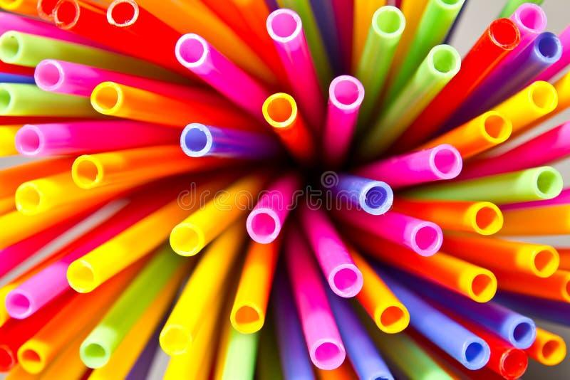 tubos plásticos coloridos imagenes de archivo