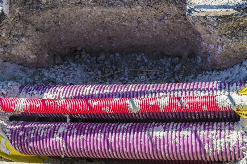 Tubos plásticos en una zanja fotografía de archivo libre de regalías