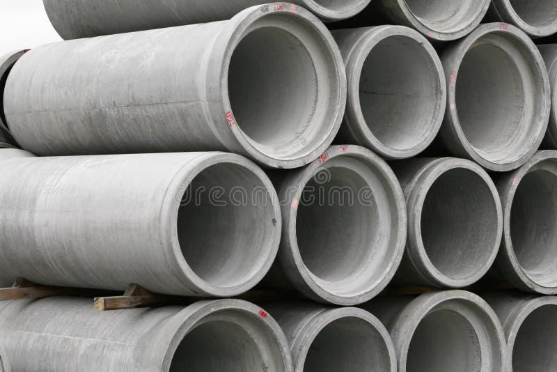 Tubos redondos concretos apilados fotos de archivo libres de regalías